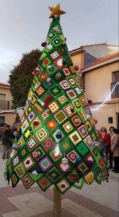 Transcendent Crochet a Solid Granny Square Ideas. Inconceivable Crochet a Solid Granny Square Ideas. Yarn Bombing, Crochet Crafts, Yarn Crafts, Crochet Projects, Knit Crochet, Crochet Tree, Free Crochet, Crochet Christmas Trees, Christmas Crafts