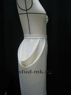 This image show the drapery pleats. I include this because this is the drap that I want to try and this seems not difficult to do. I want to use as a pegged skirt. Fashion Sewing, Diy Fashion, Draping Techniques, Pattern Draping, Easy Sewing Patterns, Pattern Cutting, Fabric Manipulation, Apparel Design, Pattern Fashion