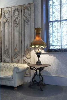 Her home office--Lee Caroline - A World of Inspiration: Romantic Interior with French Flair Shabby Chic Bedrooms, Shabby Chic Homes, Shabby Chic Decor, Casas Shabby Chic, Interior And Exterior, Interior Design, Old World Style, Romantic Homes, Vintage Lamps