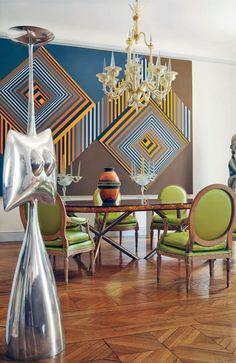 Visite d'un appartement de collectionneur où l'on retrouve des pièces originales d'André Arbus tels que le lustre jets d'eau et des lustres poignards. Projet: Appartement d'un collectionneur Lieu: Paris, France