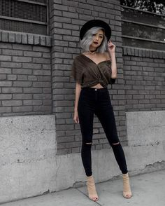 bdbc9bc76ca1 14 Top black ripped jeans outfit images