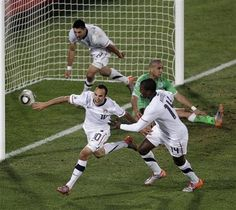 USA striker Landon Donovan puts away a last-minute goal to earn the nation's bid into the Round of 16 in the 2010 World Cup in South Africa. Usa Goals, Landon Donovan, Usa World Cup, Us Soccer, Soccer Stuff, Basketball, Sports Wall, Man United, Best Player