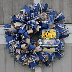 Deco Mesh Crafts, Deco Mesh Wreaths, Wreath Bows, Burlap Wreaths, Summer Wreath, Spring Wreaths, Autumn Wreaths For Front Door, Mesh Wreath Tutorial, Summer Deco