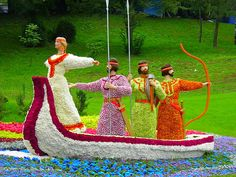 Men in boat. Green Art. Topiary. If you love gardening please visit us on…
