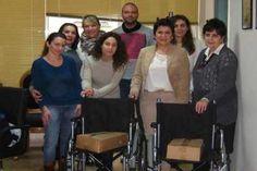 """Η Κοινωνική Συνεταιριστική Επιχείρηση , Thessaloniki Nextu2, τηρώντας έμπρακτα τις αρχές της αλληλεγύης και της προσφοράς στον συνάνθρωπο, παραχώρησαν δωρεάν 2 αναπηρικά αμαξίδια, τα οποία απέκτησαν αφού συγκέντρωσαν 3 1/2 καπάκια. Τα αναπηρικά αμαξίδια θα διατεθούν στο παράρτημα ΘΧΠΘ """"Άγιος Παντελεήμων"""" για τις ανάγκες περιθαλπτομένων."""