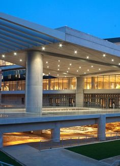 On the occasion of the Greek National Holiday on Wednesday March the Acropolis Museum in Athens has announced free admission and access to special events. Athens Hotel, Athens Greece, Vacation Rental Sites, Vacation Apartments, Greek Culture, Famous Buildings, Famous Architects, Park Hotel, Archaeological Site