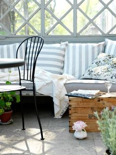 Love the striped pillows