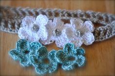 Crochet headband with interchangeable flowers idea (no pattern)
