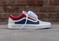 Guide des achats : Vans Old Skool 'Retro Block' White Red Dress Blue - 2019 Vans Sneakers, Tenis Vans, Blue Sneakers, Casual Sneakers, Converse, Vans Old Skool Custom, Custom Vans Shoes, Mens Vans Shoes, Vans Men