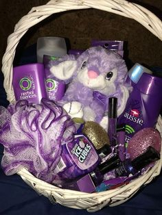 Purple Easter basket for teens (Made this Easter basket for my oldest daughter!) she loved it! Purple Easter basket for teens (Made this Easter basket for my oldest daughter!) she loved it! Cute Birthday Gift, Birthday Gift Baskets, Easter Gift Baskets, Friend Birthday Gifts, Diy Birthday, Unique Easter Basket Ideas, Easter Ideas, Easter Food, Easter Dinner