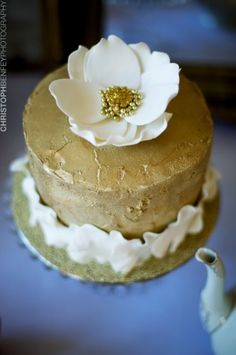 well it sort of looks like a magnolia.....I am not finding cakes I like or think you will like :(