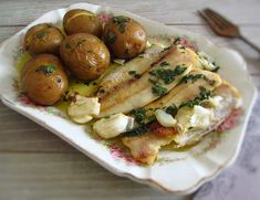 Fish Recipes, New Recipes, Healthy Recipes, Lemon Potatoes, Portuguese Recipes, Portuguese Food, Fish Dishes, Food Inspiration, Food And Drink