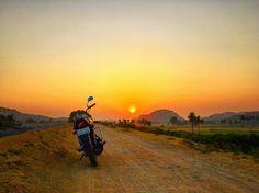"""""""Lagey Aisa Family Jaisa"""" - Hero Honda Splendour >>  #splendour #bike #sun #sunrise #earlymornings #mornings #motorcycle #motorbike #morningsky #earlystart #motorcycles #moto #hampi #sunriseporn #sunrises #traveller #motorrad #motorbikes #sunriselovers #sunrise_sunsets_aroundworld #travellove #biker Motos Honda, Morning Sky, Motorbikes, Biker, Hampi, Hero, Dreams, Sunrises, Quotes"""