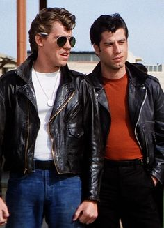 Jeff Conaway (Kenickie) and John Travolta (Danny Zuko) Grease Outfits, Grease 1978, Grease Movie, Musical Grease, Iconic Movies, Old Movies, Greaser Style, Greaser Guys, Grease Is The Word