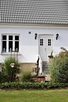 Föregående artikel Main Gate Design, Outdoor Living, Outdoor Decor, Outdoor Gardens, Garage Doors, Yard, Cottage, Windows, Patio