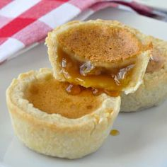 The Best Classic Canadian Butter Tarts - a keeper recipe! The Best Classic Canadian Butter Tarts - there's a reason why we have a national obsession with these sweet, buttery, caramel-y tarts. They are fantastic! Rock Recipes, Tart Recipes, Baking Recipes, Free Recipes, Healthy Recipes, Köstliche Desserts, Delicious Desserts, Dessert Recipes, Plated Desserts