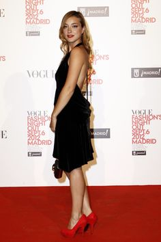 Look super elegante Fashion Night, Star Fashion, Russian Red, Vogue, Louis Vuitton, Style Star, Red Design, Spanish Style, Night Out