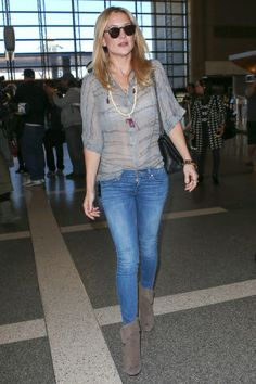Kate Hudson sports a bohemian look with skinny jeans and a loose blouse