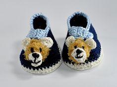 Bärenstark sind diese Babyschuhe - für Jungen und Mädchen.  Du kannst sie in jeder beliebigen Farbe häkeln, ganz wie es dir gefällt. Die Anleitung mit Fotos umfasst 6 Seiten und ist für Anfänger geeignet. Sie ist für 3 Größen geschrieben, für 8