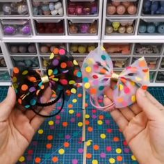 Diy Crafts Hacks, Diy Crafts For Gifts, Diy Crafts Jewelry, Diy Hair Scrunchies, Diy Hair Bows, Tulle Hair Bows, Handmade Hair Bows, Making Hair Bows, Diy Baby Headbands
