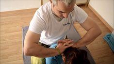 Es muy parecida a la técnica de picahielo, la diferencia es que con esta técnica trabajas zonas más amplias de la musculatura del cuello. Thai Yoga Massage, Massage Tips, Good Massage, Neck Massage, Massage Techniques, Massage Therapy, Health And Beauty Tips, Health Advice, Acupressure Therapy