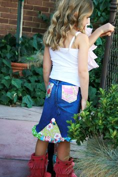 Recycle old jeans I want to do this for my Boo Sewing Patterns For Kids, Bag Patterns To Sew, Tote Pattern, Sew Mama Sew, Bags Travel, Jean Crafts, Denim Ideas, Patterned Jeans, Diy Clothing