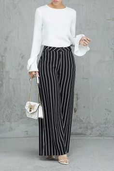 Palazzo Pants Outfit For Work. 14 Budget Palazzo Pant Outfits for Work You Should Try. Palazzo pants for fall casual and boho print. Look Fashion, Fashion Pants, Hijab Fashion, Fashion Dresses, Spring Fashion, Womens Fashion, Stylish Summer Outfits, Classy Outfits, Work Outfits
