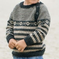 Du Store Alpakka Kryss & Kringle-trøje Crochet Cowl Free Pattern, Jumper Knitting Pattern, Jumper Patterns, Knitting Patterns, Knit Crochet, Knitting For Kids, Crochet For Kids, Baby Knitting, Baby Boy Sweater