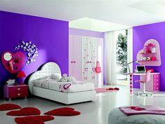 peinture en violet foncé, lit simple en cuir blanc neige et carrelage sol assorti