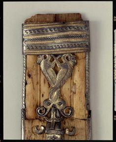Anglo Saxon Clothing, Sword Sheath, Blacksmithing Knives, Viking Sword, Ancient Vikings, Medieval Life, Viking Age, 11th Century, Iron Age