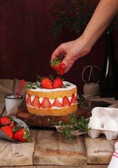 Tarta fácil de fresas con nata. Megasilvita