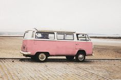 If you adore the Volkswagen Kombi, you're in the right place. Volkswagen Transporter, Volkswagen Bus, Vw T1, Volkswagen Vehicles, Fourgonnettes Roses, Rosa Vans, Roses Tumblr, Vw Caravan, Vw Beach