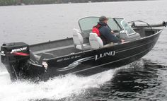 Barefoot International booms are now being used to teach children and adults alike to kneeboard, combo ski, wakeboard, slalom, and barefoot. Learn barefoot skiing in the best possible way without falling on your 2010 Lund 1825 Rebel XL Sport.