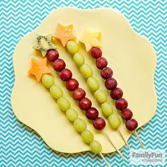 Frosty Fruit Wands: Serve this healthy frozen treat on a sizzling hot day and watch it magically disappear. Use a star cookie cutter (ours was 1 inches) to cut a shape from a thick slice of kiwi, cantaloupe, or pineapple. Thread several grapes onto a b Healthy Eating Tips, Healthy Snacks, Healthy Kids, Nutritious Meals, Frosty Fruit, Fruits For Kids, Kids Fruit, Star Cookie Cutter, Lunch Snacks
