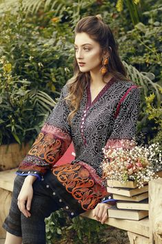 Alakaram Regal Collection Embroidered Lawn Unstitched 2 Piece Suit in Black - LawnCollection. Simple Pakistani Dresses, Pakistani Fashion Casual, Pakistani Dress Design, Pakistani Outfits, Indian Outfits, Pakistani Models, Pakistani Actress, Stylish Dress Designs, Stylish Dresses