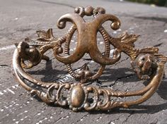 ANTIQUE AMERICAN HARDWARE LARGE FANCY CAST BRASS DRAWER PULL FURNITURE TRIMMING