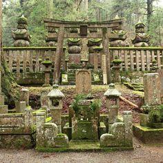 Okunoin cemetery is one of the most mystical sites in Japan with these incredible graves. A surnaturel atmosphere that you can discover by visiting by night with @koyasan.okunoin.night.tour  L'immensse cimetière Okunoin est certainement l'un des sites les plus mystiques du Japon. Construit en pleine forêt les stèles recouvertes de mousse lui donnent un aspect surnaturel. Pour une atmosphère encore différente des visites de nuit sont possible avec @koyasan.okunoin.night.tour  #japan #japon… Maneki Neko, Totoro, Wakayama, Labrynth, Beau Site, Mystique, Cemetery, The Incredibles, Instagram
