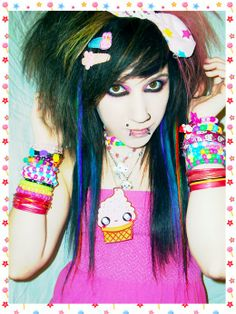 Top 35 Most Famous Emo Girls With Their Hot Hairstyles Hot Emo Boys, Cute Emo Girls, Emo Girl Hairstyles, Cool Hairstyles, Scene Hairstyles, Indie Scene, Emo Scene, Scene Girl Fashion, Scene Haircuts