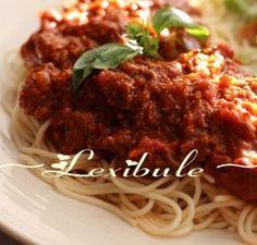 Sauce à spaghetti au four - Recettes Québecoises Sauce Spaghetti Au Four, Spaghetti Noodles, Dips, Bechamel, Mayonnaise, Almond Flour, Meatloaf, Italian Recipes, Chili