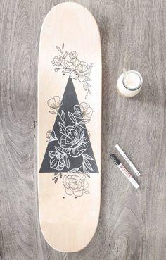 Skateboard Wall Decoration Linedrawing Flowers/Handmade - Skateboard Wanddeko Linedrawing Flowers /H Painted Skateboard, Skateboard Deck Art, Penny Skateboard, Surfboard Art, Skateboard Design, Skateboard Girl, Skate Longboard, Longboard Design, Pintail Longboard