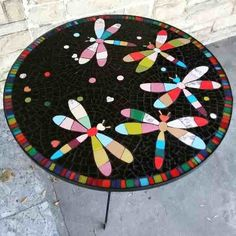 Afbeeldingsresultaat voor tallar un mandala en la mesa Mosaic Wall Art, Mosaic Diy, Mosaic Crafts, Mosaic Projects, Mosaic Glass, Mosaic Tiles, Glass Art, Mosaics, Stained Glass Designs