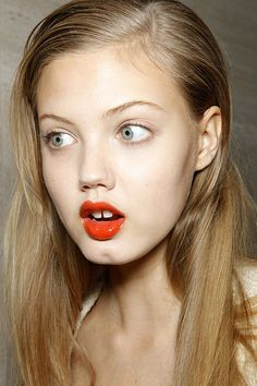 Lindsey Wixson, clean face and eyes plus bold lips.