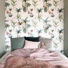 Love this setting! Thnx @carleinkieboom #wallpaper #flamingo #kidsroom