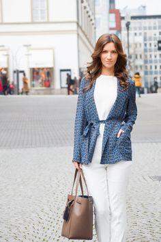 Fade to blue and white #odeeh #joseph #blouse #trosuers #celiné #streetsyle #womenswear #ootd #outfitoftheday