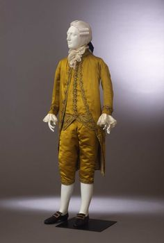 3-piece suit, probably Italy, ca. 1780. Gold-green silk satin, embroidered with festoons in silk thread and gold sequins.