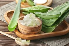 The Benefits Of Aloe Vera Mask For Hair Preventing hair loss and increasing its density in a short period of time. Protecting the scalp from various fungal Aloe Vera Piel, Aloe Vera Mask, Aloe Vera For Hair, Home Remedies For Hair, Hair Remedies, Natural Remedies, Health Remedies, Reduce Pimple Redness, How To Reduce Pimples