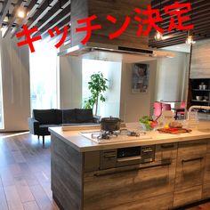 いいね!169件、コメント6件 ― ボブさん(@riihouse)のInstagramアカウント: 「8.25に早速ステディアを見に行きました👀 アンティーク調のバーがかわいい〜💕うちはI型でほぼこのまま採用👍🏾❤︎ ☑︎シンクはベージュに変更🔄 ☑︎深型食洗機…」 Interior, Kitchen, Furniture, Home Decor, Instagram, Cooking, Decoration Home, Indoor, Room Decor