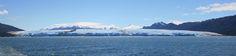 Glaciar Piio XI o Bruguer. Forma parte del conjunto de glaciares que componen el Campo de Hielo Sur, siendo el mayor de todos ellos con sus 1265 km² de superficie. Pertenece al Parque Nacional Bernardo O'Higgins. Tierra del Fuego.Chile. La prominente racha oscura, en el cuarto izquierdo, está formada por una morrena. XII Región de Magallanes y Antártica Chilena.  es.wikipeda.org
