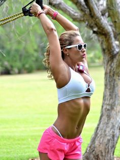 Jennifer Nicole Lee - The Best Gallery Of This Weight Loss Fitness Icon Pics] Jennifer Nicole Lee, Bodybuilding Posters, Park Workout, Oprah Winfrey Show, Fitness Icon, Fighting Poses, Mr Olympia, Weight Loss Success Stories, Fit Women
