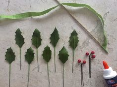 Crepe Paper Holly and Berries Diy Craft Projects, Diy Crafts, Crochet Ornaments, Crepe Paper Flowers, Holly Leaf, Crafty Craft, Flower Crafts, Flower Making, Diy Paper